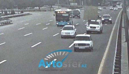 """""""Uçan baqaj"""" qəzaya səbəb oldu: """"Prado"""" aşdı, """"Opel"""" çevrildi - VİDEO"""